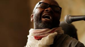 Schafft einen Ort zum Alltag vergessen - Theater Gates singt in seiner sozialen Skulptur dem Hugenottenhaus