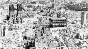 Kassel - Stadt der Rüstungsindustrie - nach dem verheerenden Luftangriff vom 22. auf den 23. Oktober 1943