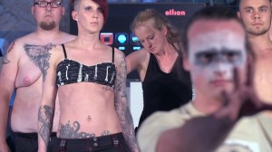 Auch der Körperschmuck in Form von Tattoos stand bei der Modenschau im Mittelpunkt