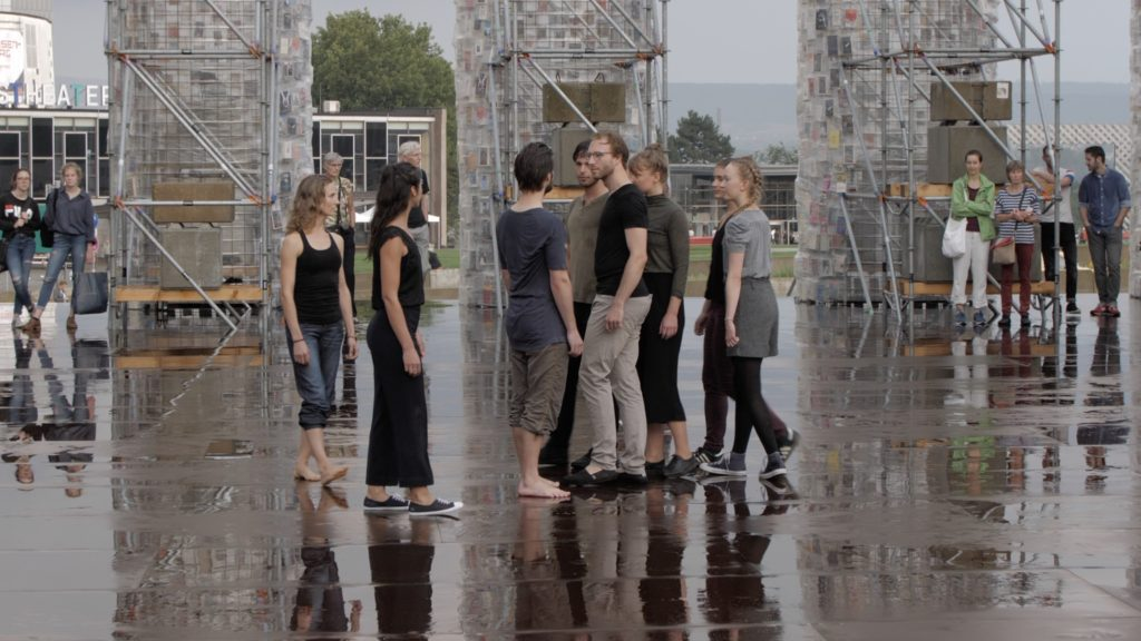 Tanzperformance im Parthenon of Books der Ciudad Abierta