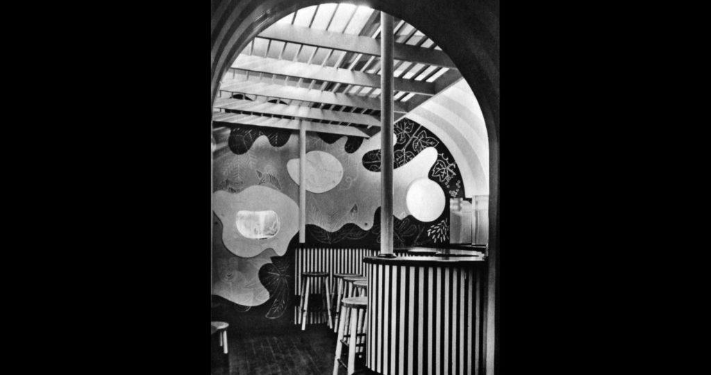"""Die von Arnold Bode im Hugenottenhaus gestaltete Bar """"Perle"""""""