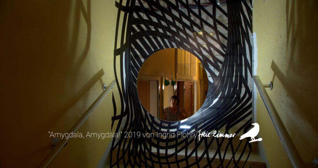 Eine Öffnung - so erscheint uns die Arbeit von Ingrid Flohry