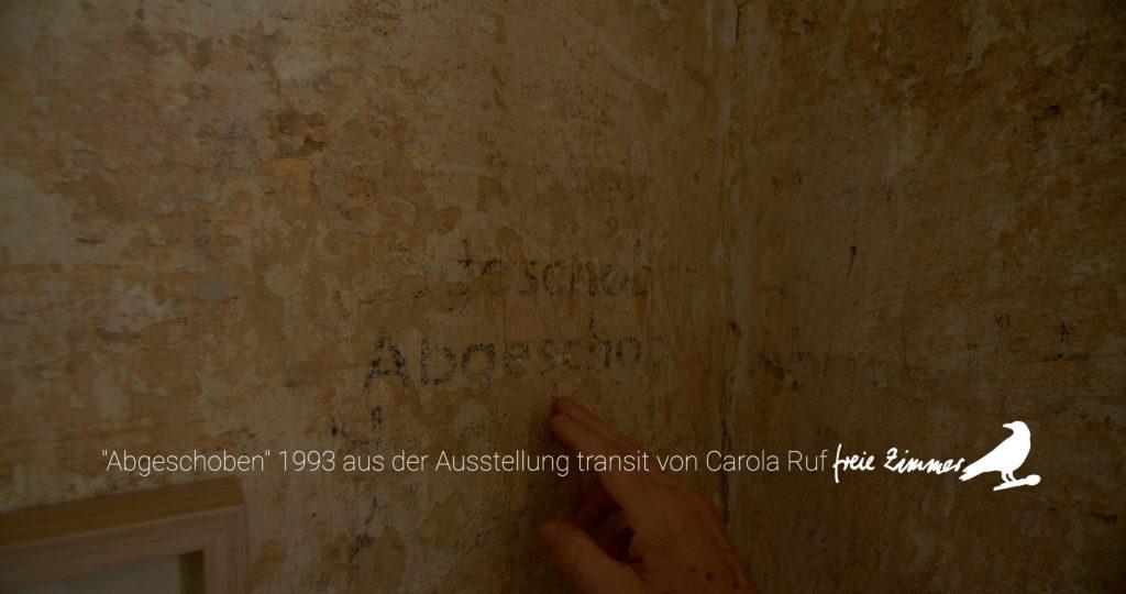 """Eine künstlerische Arbeit, die seit 1993 im Hugenottenhaus besteht - """"Abgeschoben"""" von Carola Ruf"""